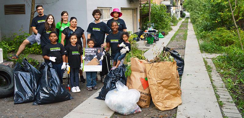 Bénévolat :nettoyage d'une ruelle verte dans Ahuntsic-Cartierville